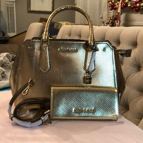 5c21392c9308 🔥OFFERS🔥 Mk hayes large satchel with wallet